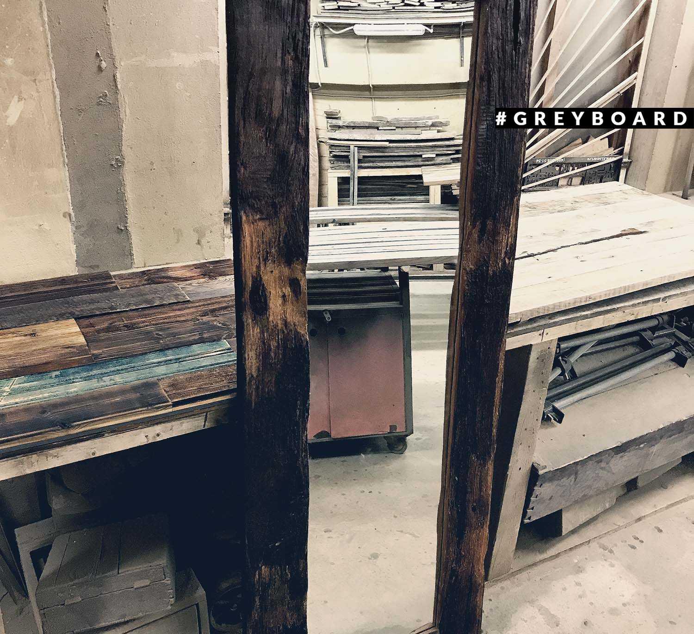 Зеркало в раме из дуба уличного хранения