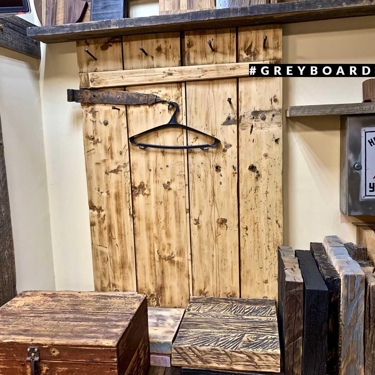 Вешалка из старой деревенской двери