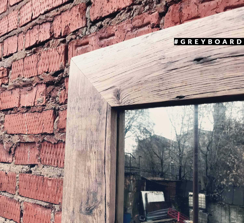 Зеркало в раме из старого дуба