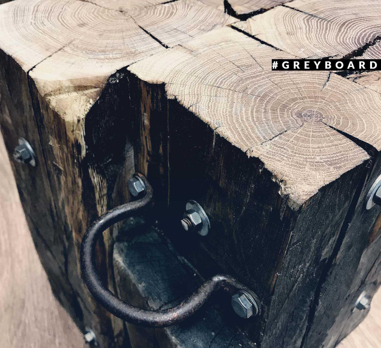 Пенек-табурет из старых балок