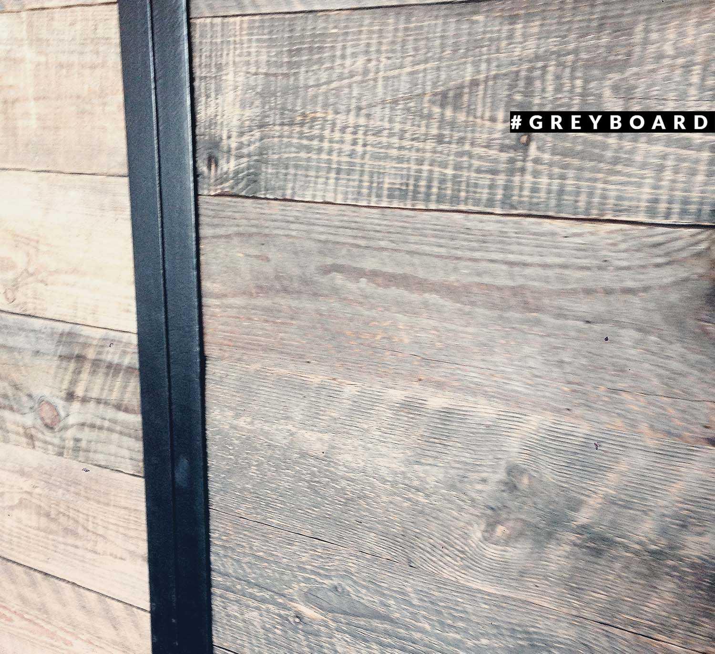 Двери из доски со старой лесопилки советского периода