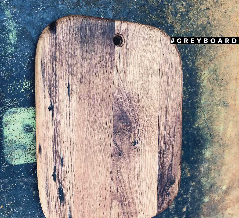 Разделочная доска из старой дубовой доски