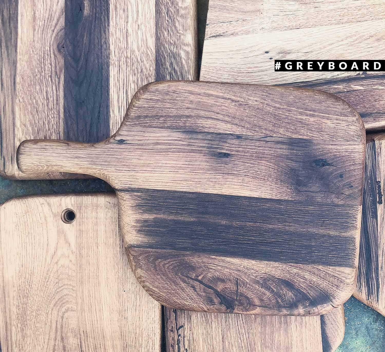 Разделочная доска с округлыми краями из амбарной доски