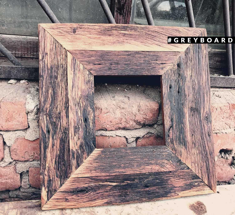 Рамка из старой дубовой доски
