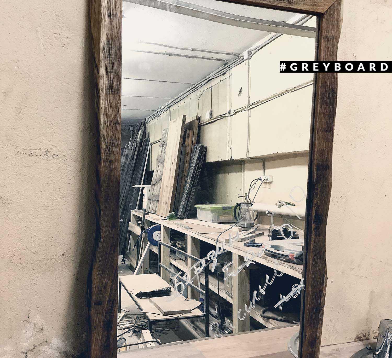 Зеркало в раме из натурального дуба
