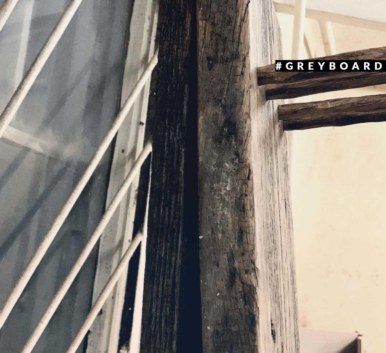 Подбокальница из старой дубовой доски