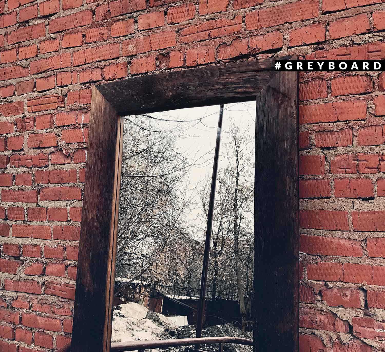 Зеркало из амбарной доски от старого крыльца
