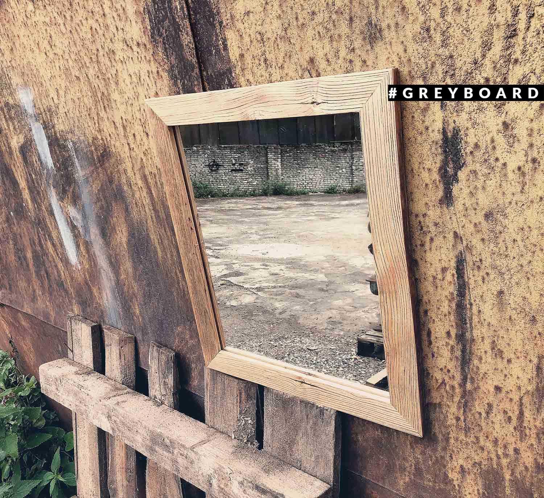 Рама для зеркала из старой доски