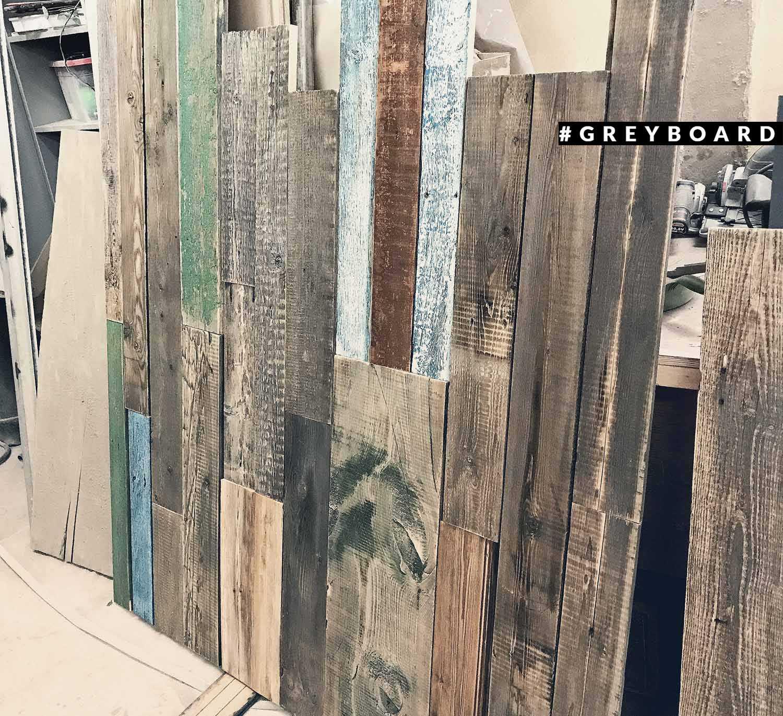 Панно из амбарной доски со следами краски