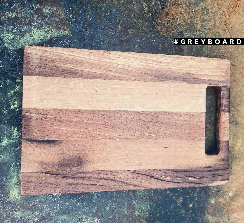 Разделочная доска прямоугольной формы из старой доски