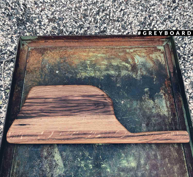 Разделочная доска из отшлифованной амбарной доски