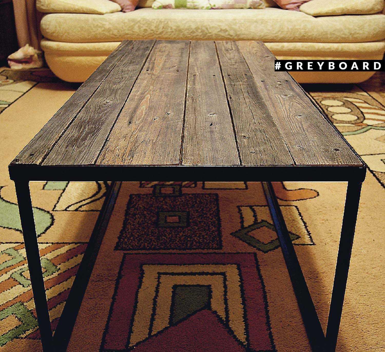 Темный стол из старой сосновой доски