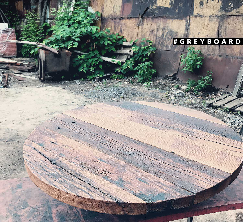 Красивая круглая столешница из старой доски