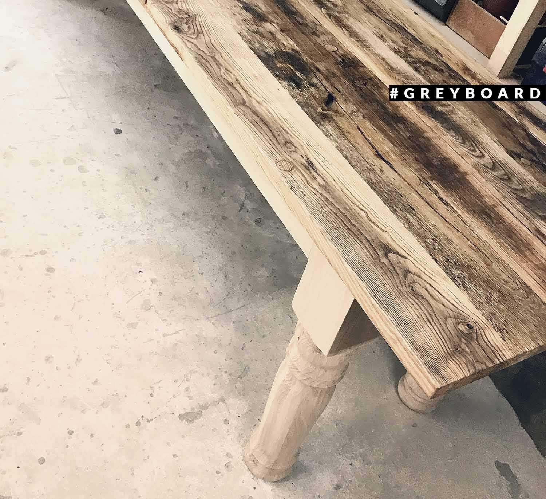 Обеденный стол из амабрной доски
