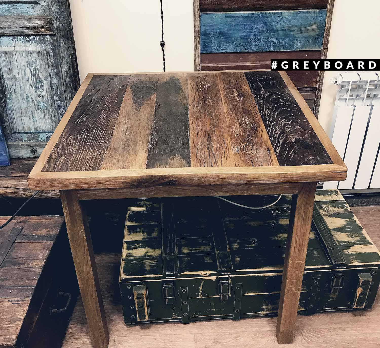Стол из старой дубовой доски  возрастом около сотни лет
