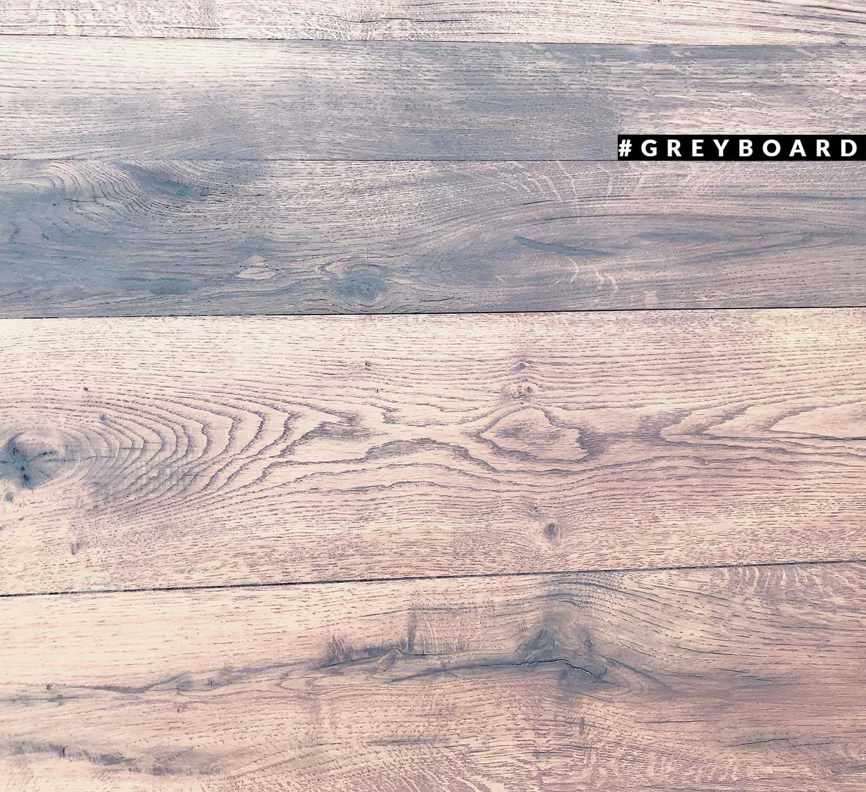 Стол из натуральной древесины старого дуба