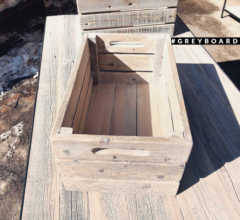 Ящик из отшлифованной амбарной доски