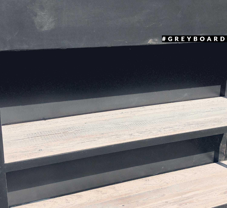 Стеллаж из амбарной доски в стиле лофт