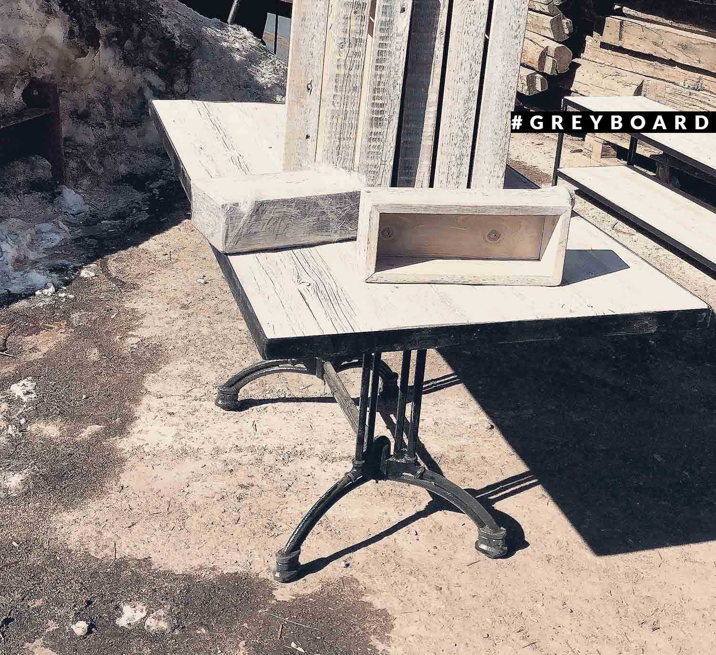 Компактный ящик из амбарной доски