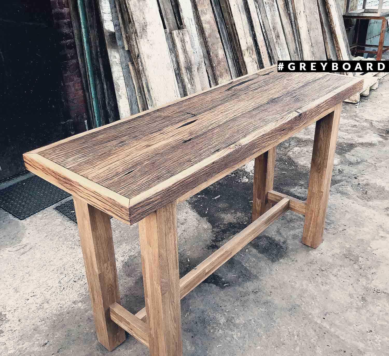 Стол из старой дубовой доски