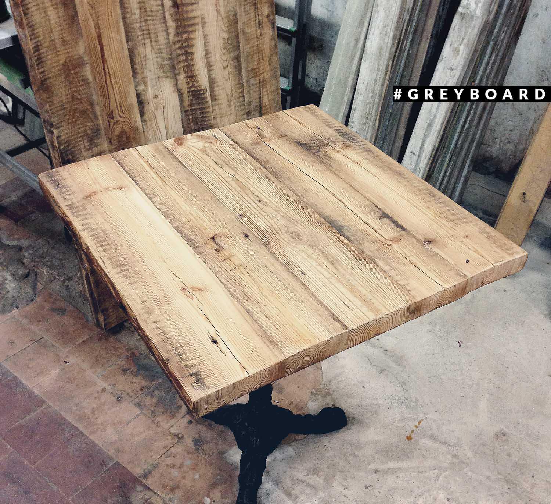 Элегантный столик из амбарной доски