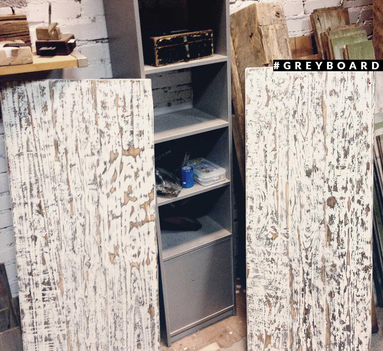 Столешница из старой хвойной доски в ванную комнату