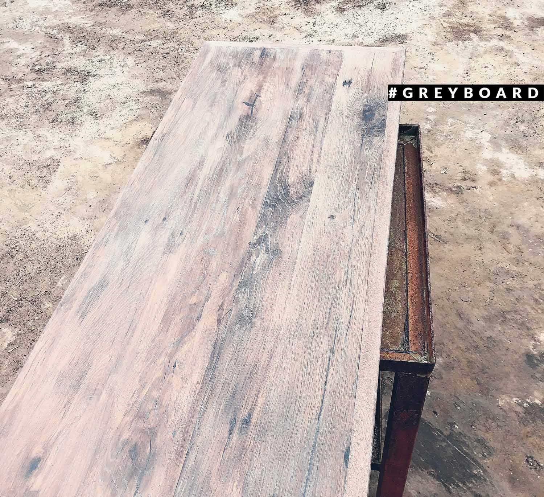 Столешница из старой дубовой доски красивого оттенка