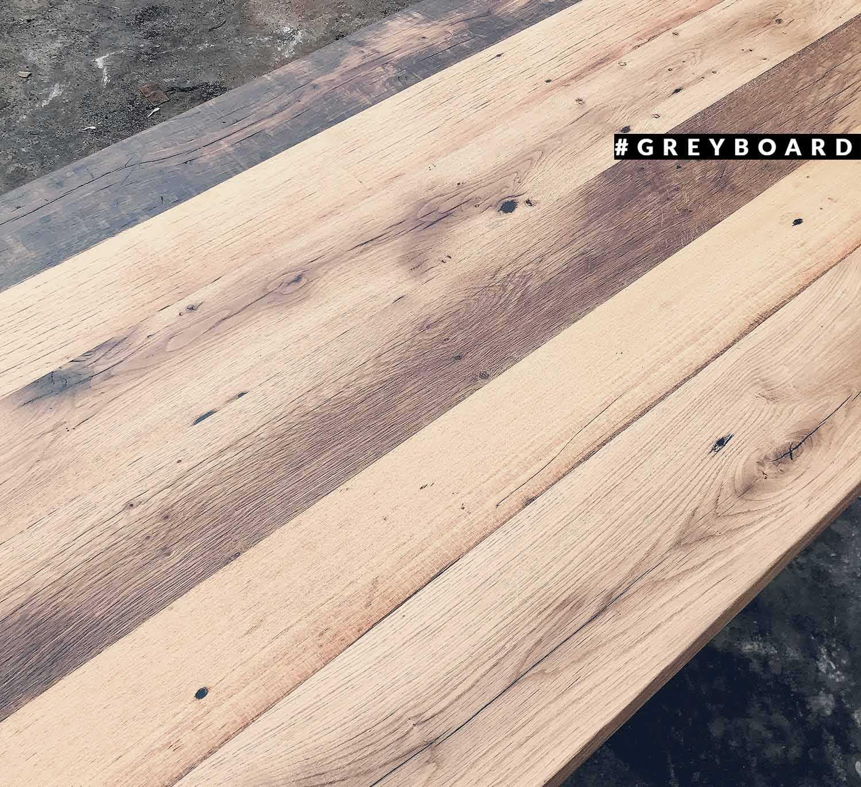 Столешница из амбарной дубовой доски с затемнениями
