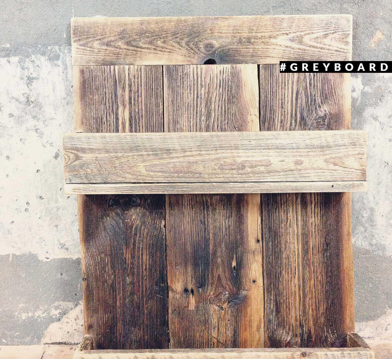 Полка из старых досок от заброшенной лесопилки