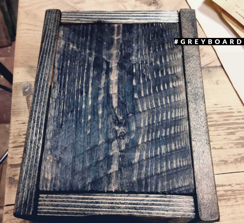 Черный ящик из старой доски