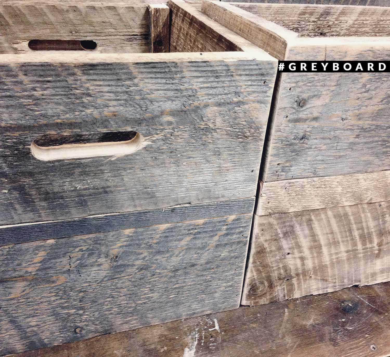 Ящик из полувековой амбарной доски