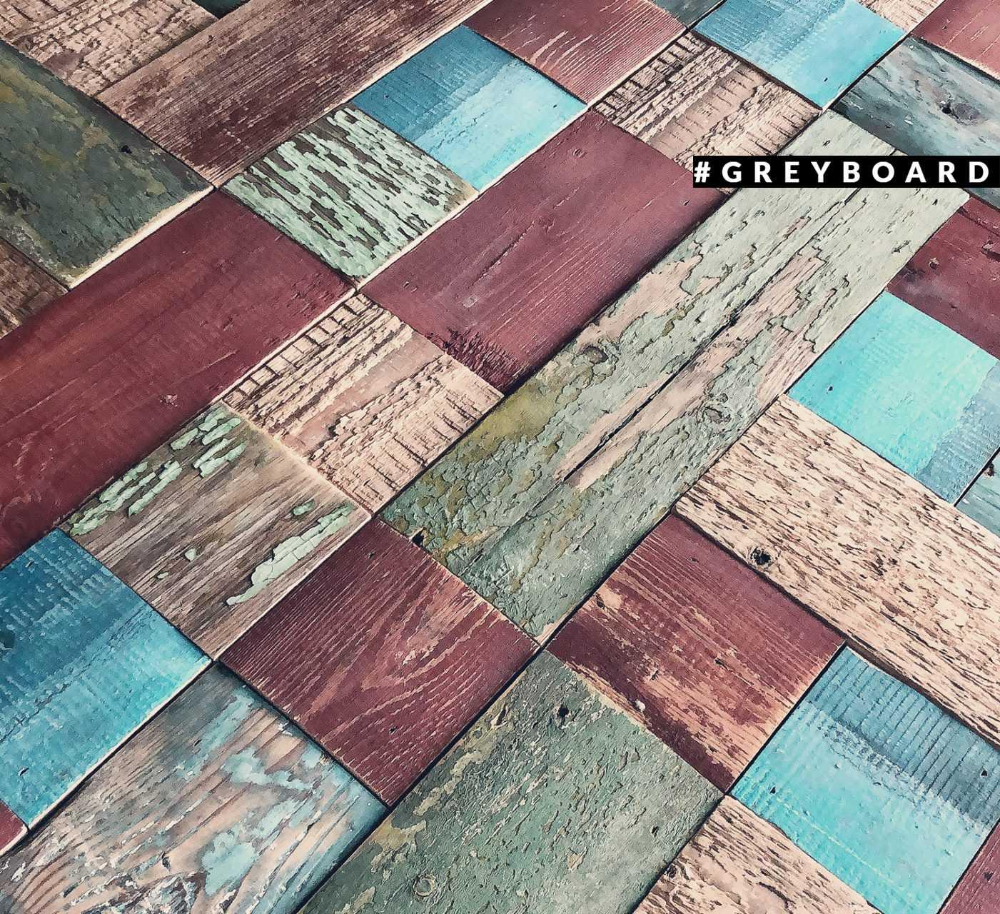 Панно-мозаика из амбарной доски