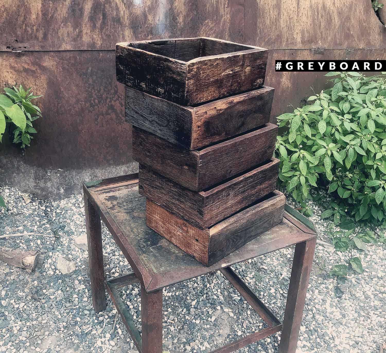 Стильный ящик из старой дубовой доски