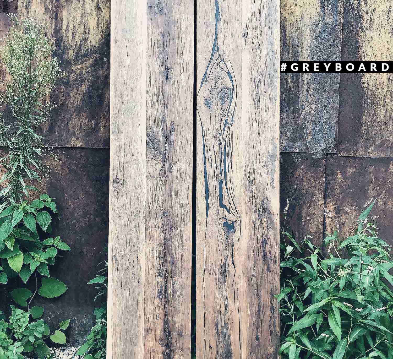Длинная столешница из амбарной доски