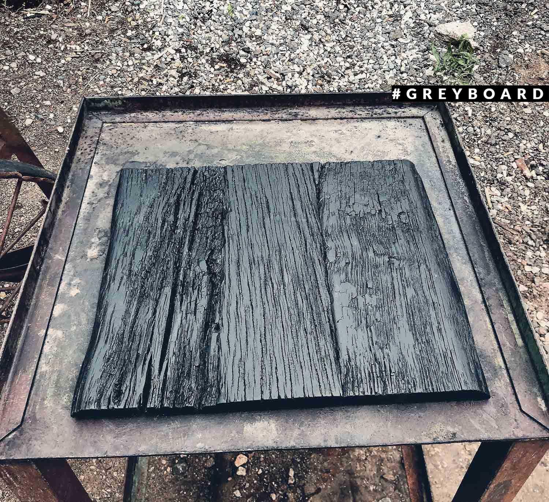 Черно-серый фотофон из старой доски