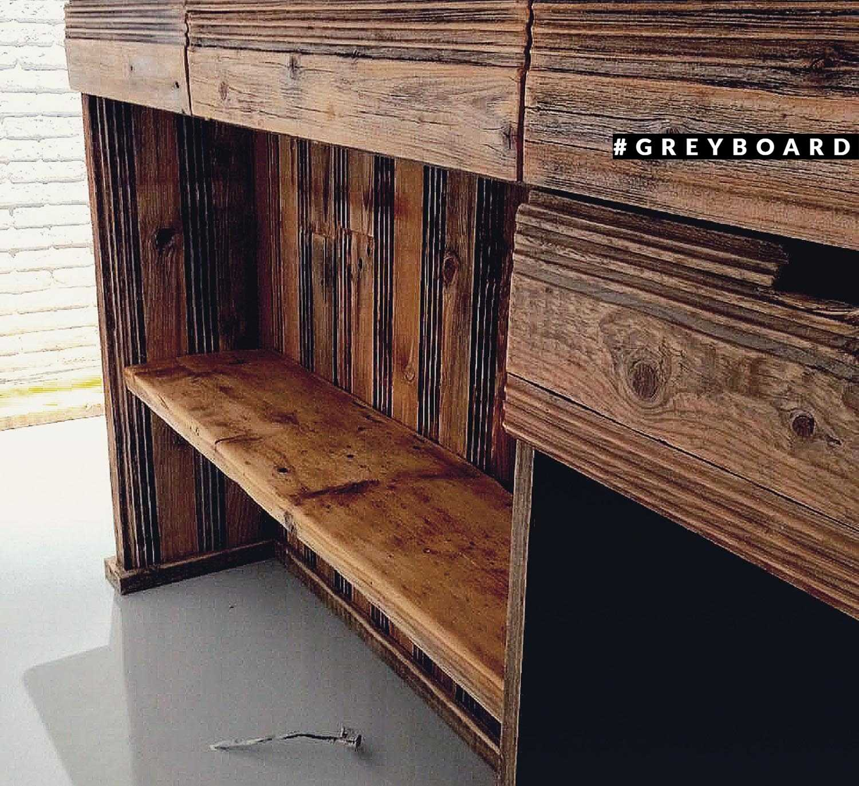 Чайный стол из амбарной доски