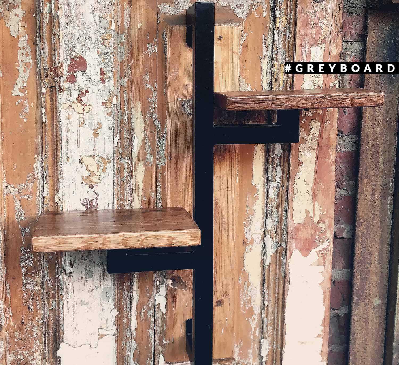 Полка из старого дуба с металлическим каркасом