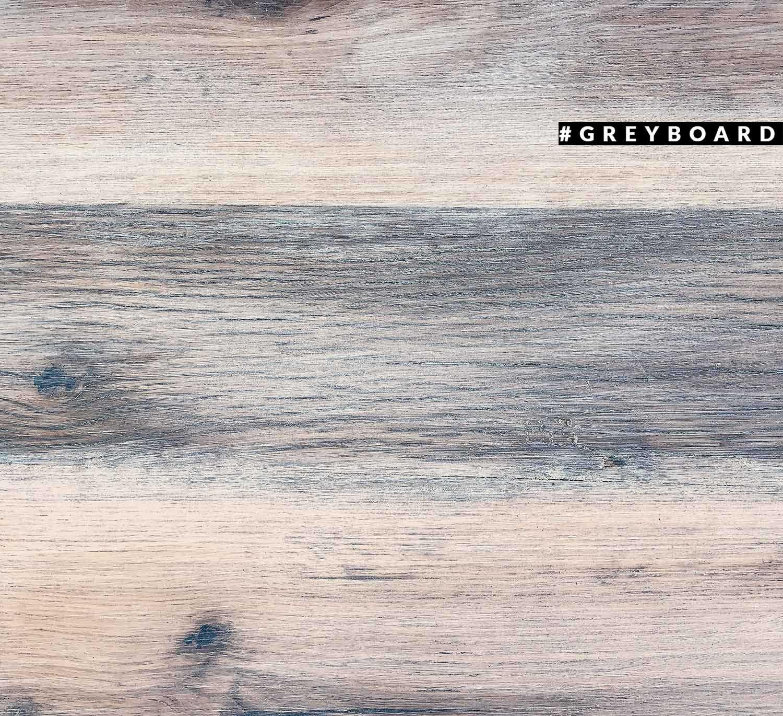 Столешница из амбарной доски, покрытой белым маслом