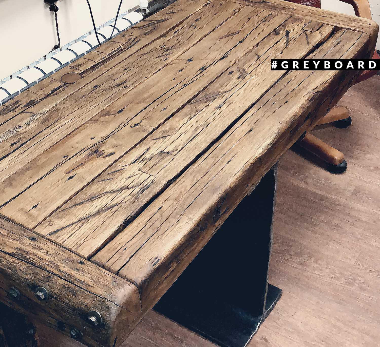 Столешница из старых дубовых балок