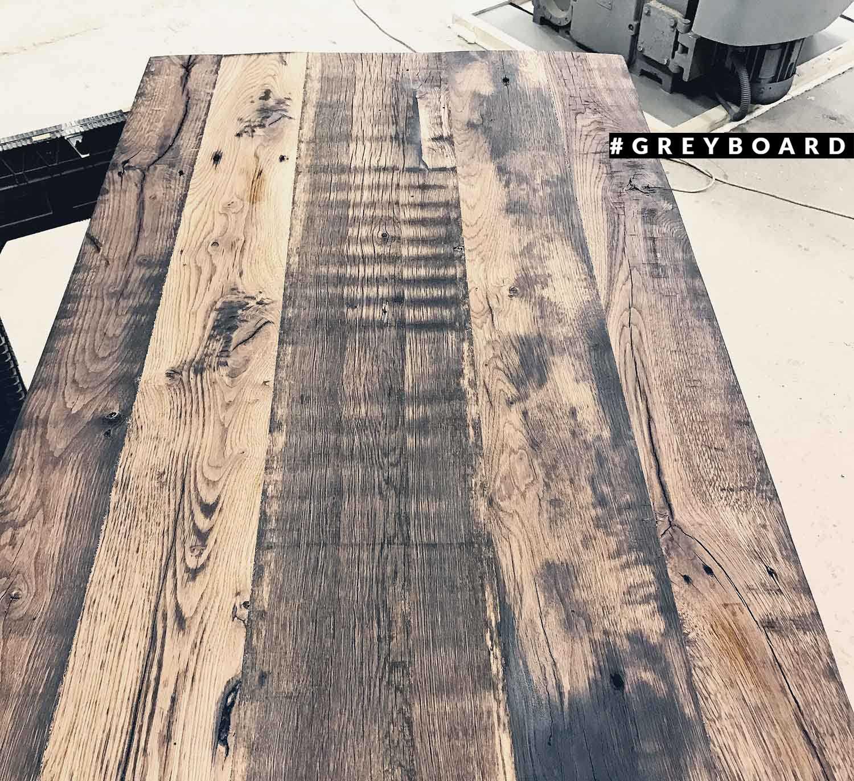Столешница из старой дубовой доски со следами морения