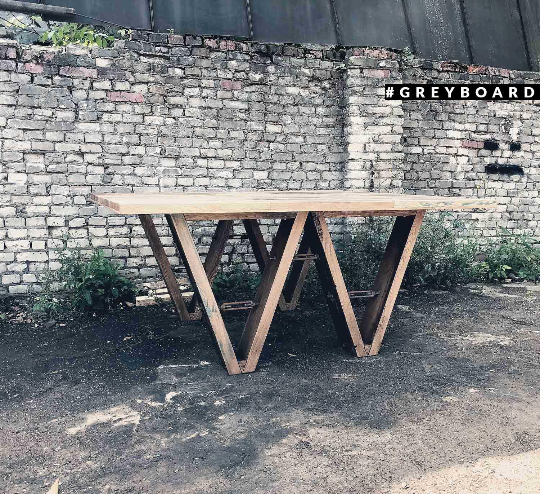 Стол из старой дубовой доски для кино