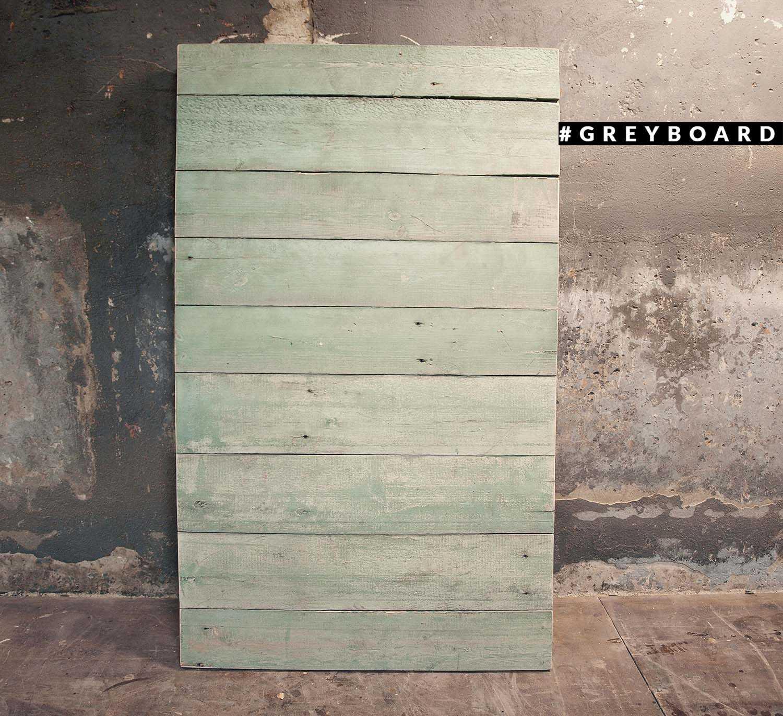 Светло-зеленый фотофон из старой доски