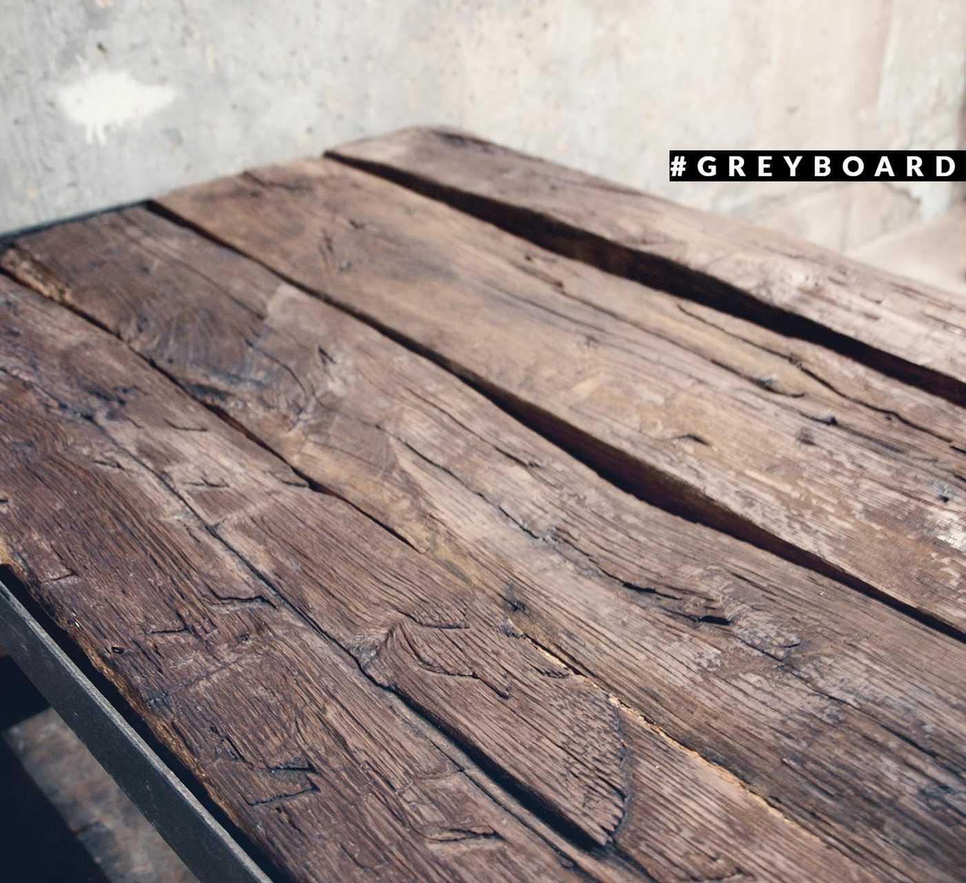 Рубленая столешница из старой дубовой доски