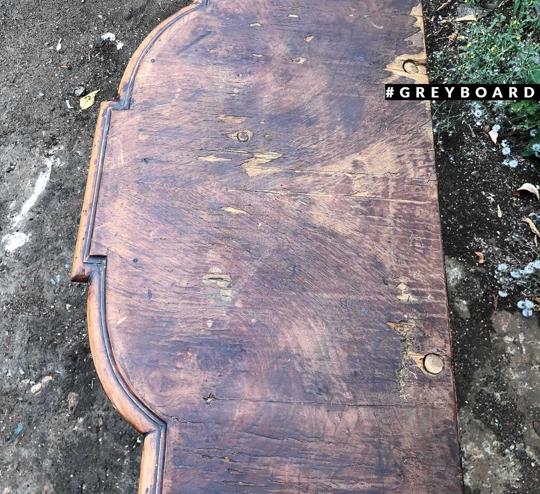 Элегантная консоль из старой доски