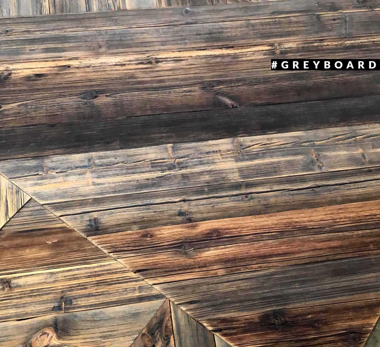 Панно из старой доски с геометричной раскладкой