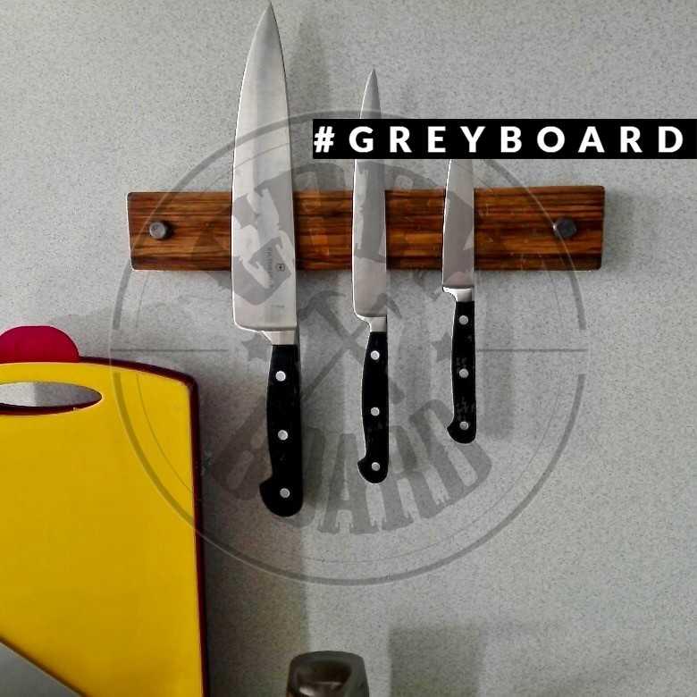 Магнитный держатель для ножей из старой доски