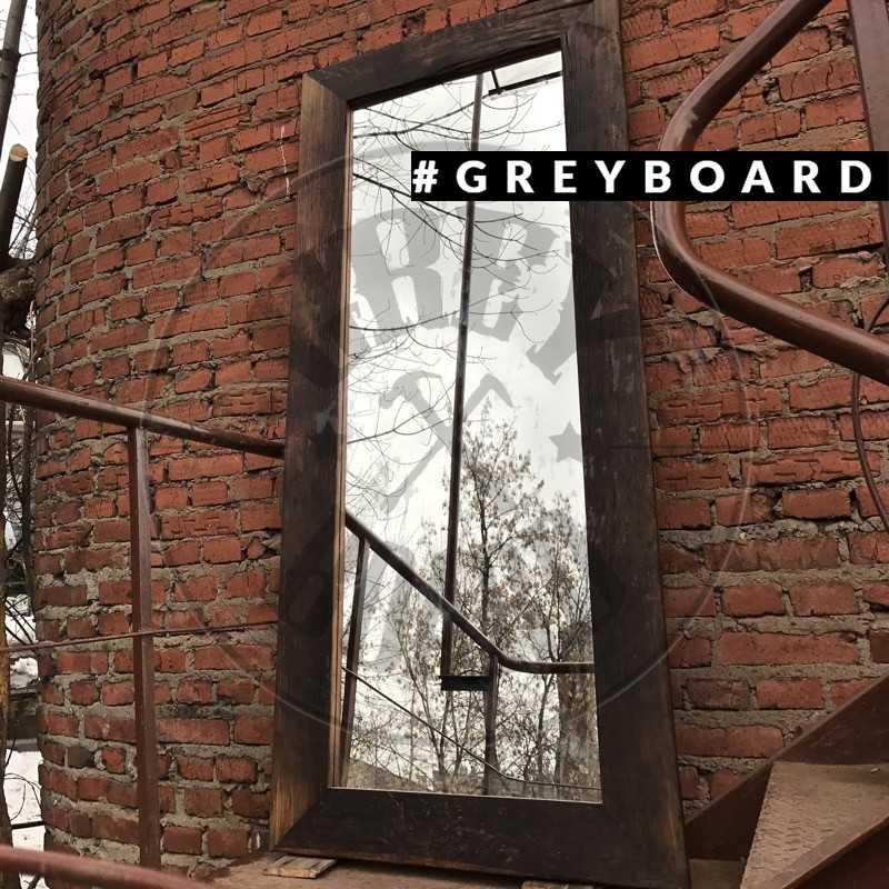 Напольное зеркало в раме из старого дуба