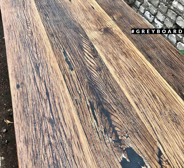 Большой стол из старой дубовой доски
