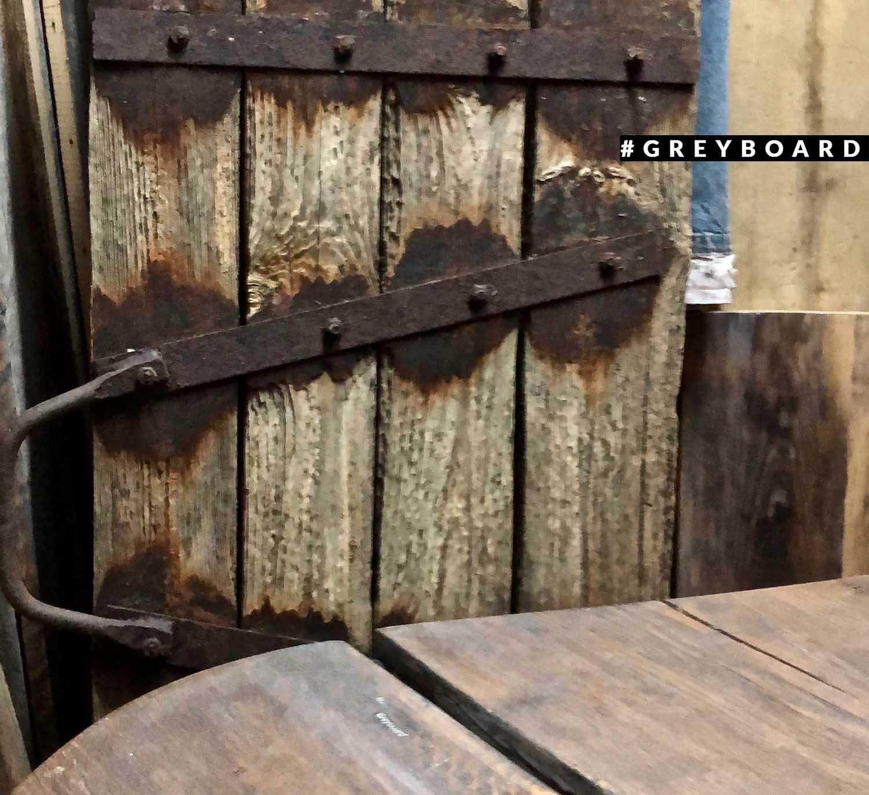 Топляк-щит из старой доски