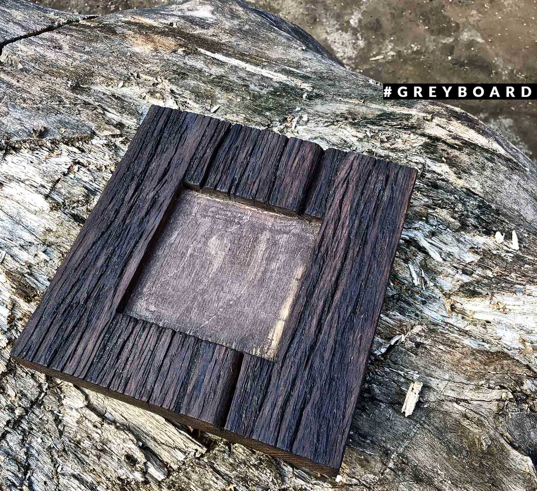 Черная рамка из старого дуба